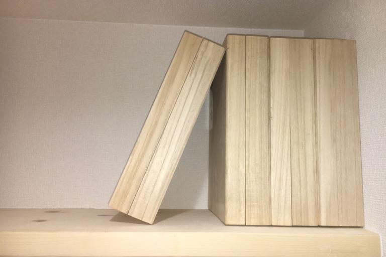 桐箱を使用することで、本棚型の納骨方法もご提案いたします。