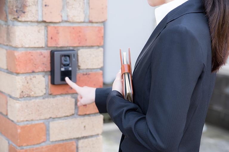 弊社こころスタッフによるご訪問の場合(出張お引き取りサービス) 1.お受付後、スタッフがお伺いいたします